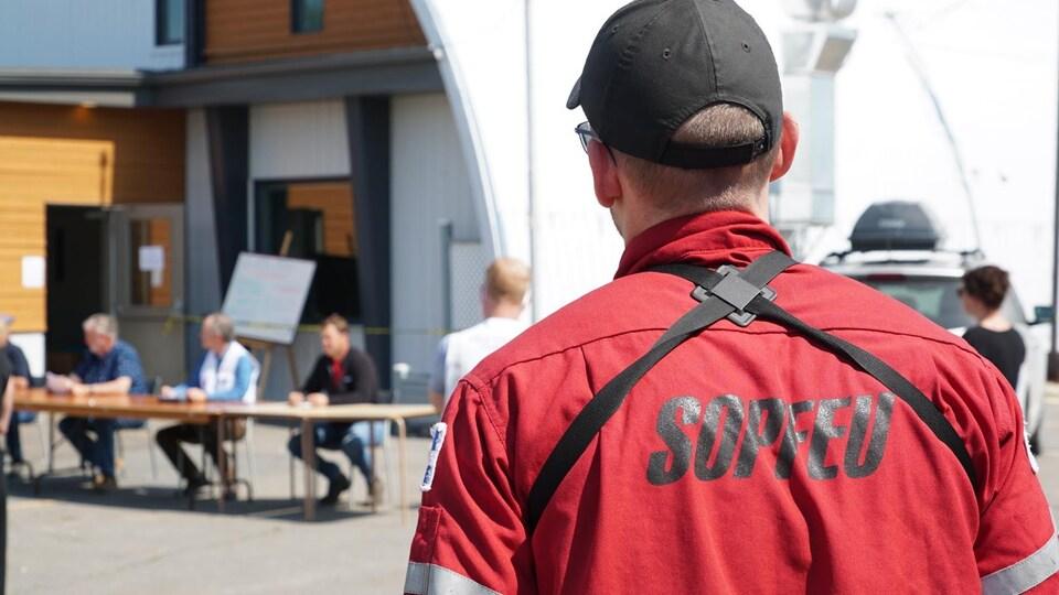 Les équipes de la SOPFEU lors d'un point de presse au Kamouraska.
