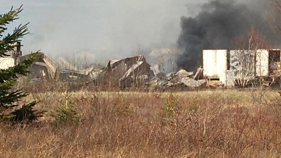 L'usine Les Pêcheries de Chez-Nous Ltée, à Val-Comeau, a complètement été détruite par un incendie.