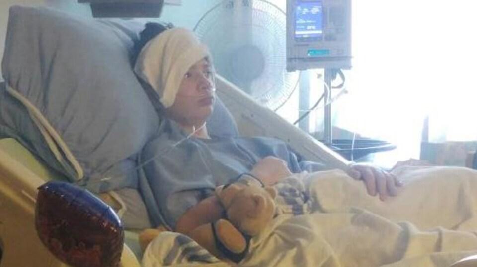La jeune victime est hospitalisée depuis l'incident.