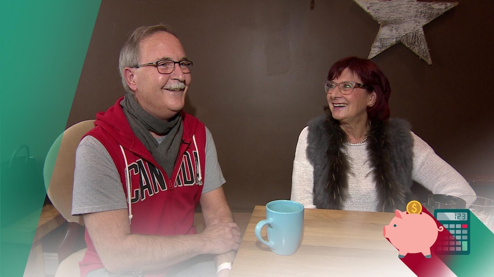 Bruno Sahut et Françoise Sigur-Cloutier assis à une table de café.