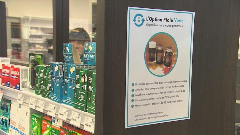 Une première pharmacie à Trois-Rivières joint le mouvement de la Fiole verte, des contenants pour les médicaments réutilisables.