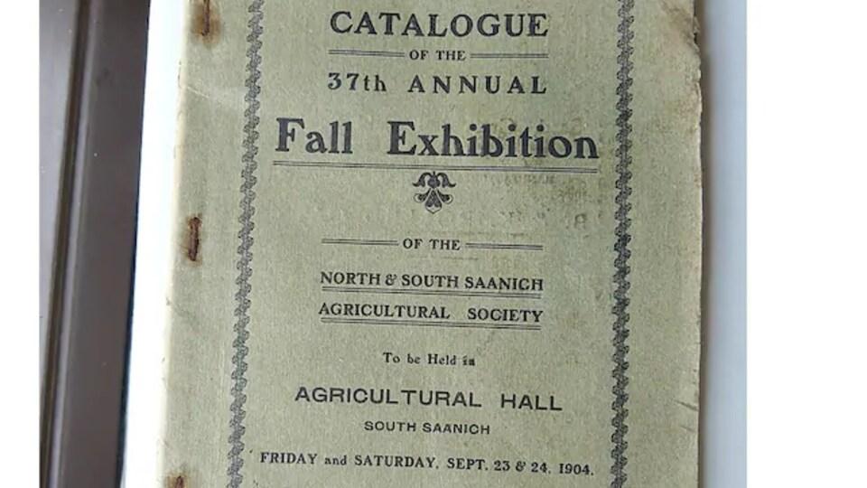Un catalogue de la 37e foire de Saanich. On peut y lire les dates de l'événement : le vendredi 23 septembre et le samedi 24 septembre 1904.