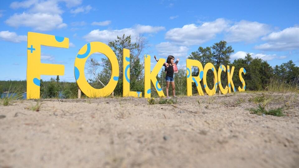 Un enfant au festival Folk on the Rocks.