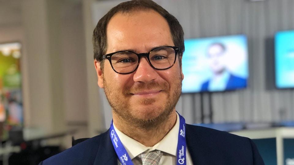 Portrait de Jérôme Dupras qui sourit.