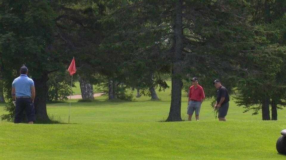 Les membres du club de golf Fort Prével sont surtout des hommes de 40 ans et plus.