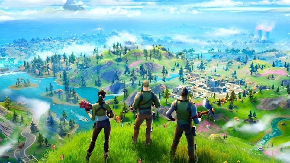 Des personnages de « Fortnite » observent un paysage du haut d'une colline.