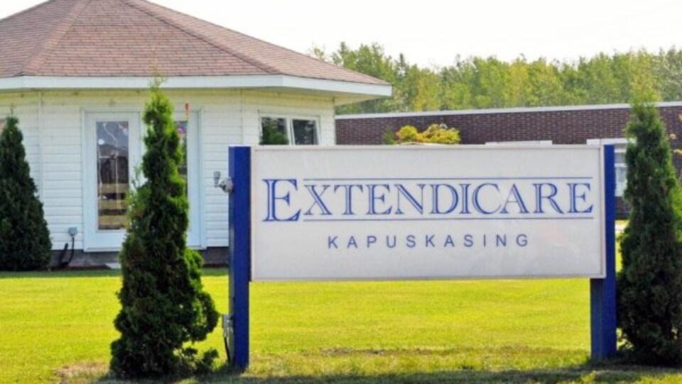 Un panneau devant le foyer Extendicare de Kapuskasing.