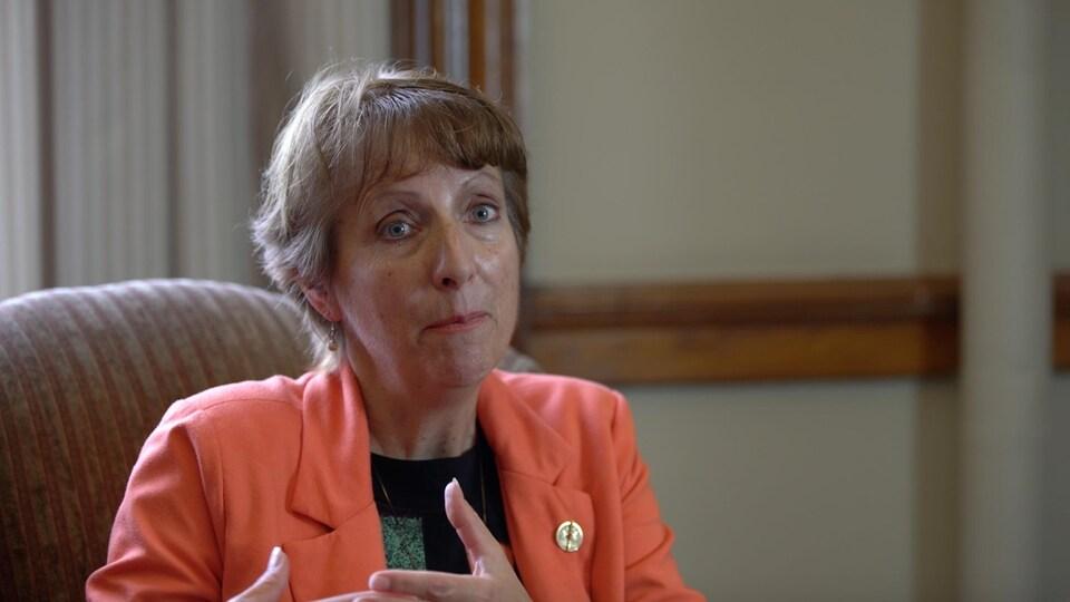 Capture d'écran d'une entrevue avec France Gélinas.
