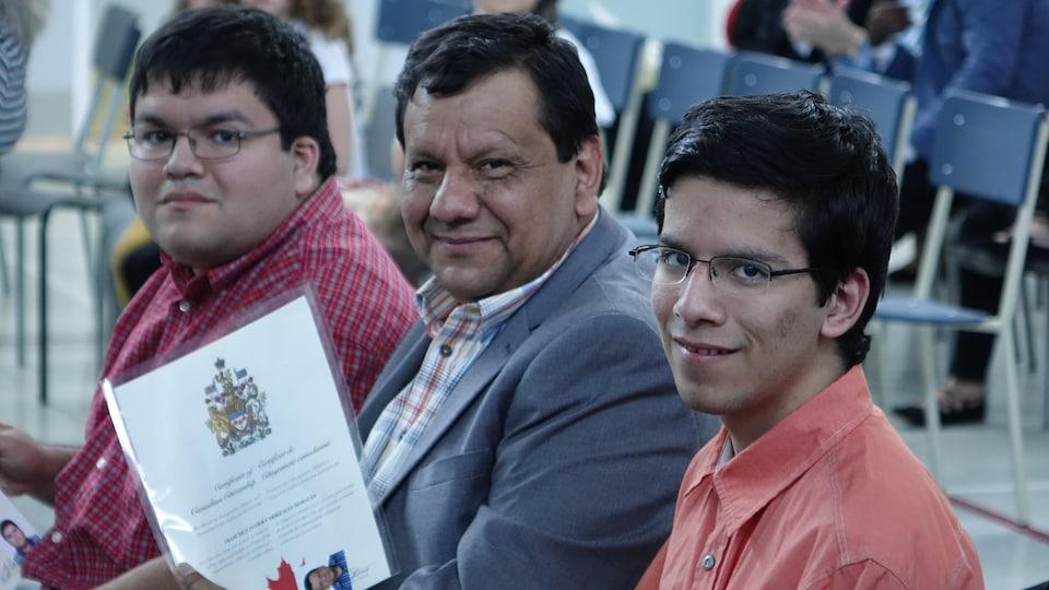 Francisco Carrizales avec ses deux fils