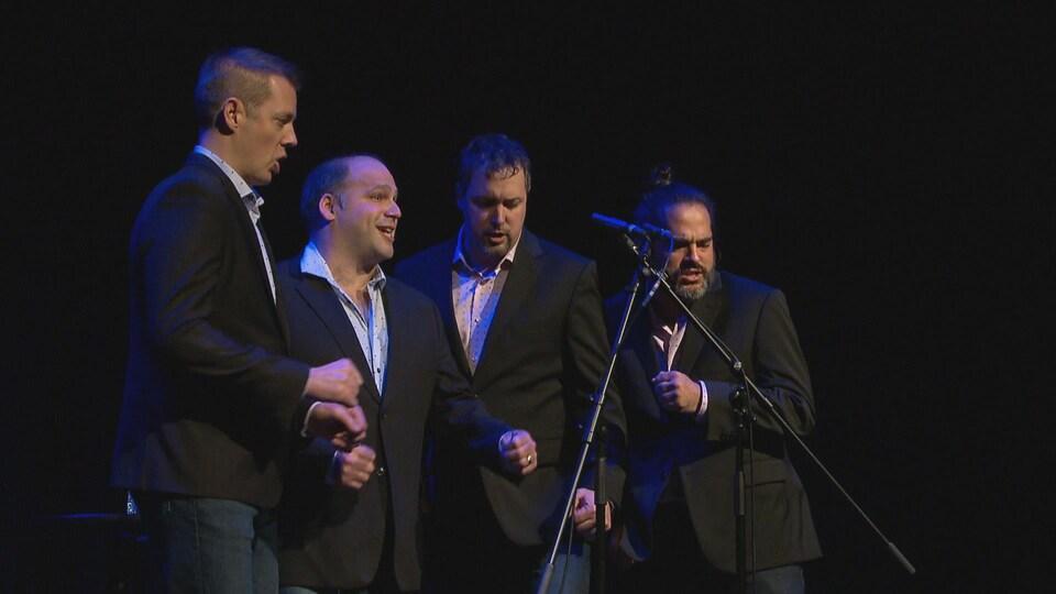 Quatuor Quartom en spectacle autour d'un seul micro