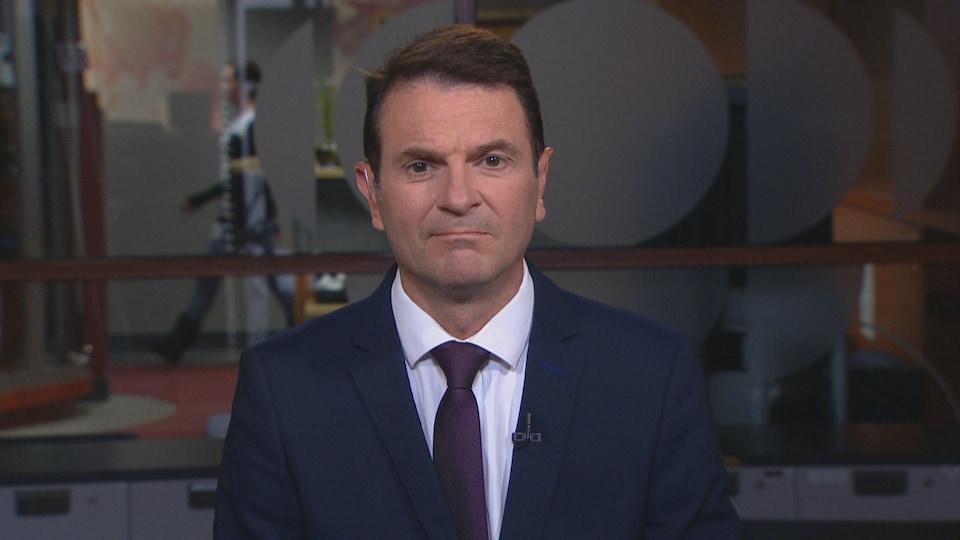 François Bonnardel, ministre des Transports, lors d'une entrevue dans les studios de Radio-Canada à Montréal