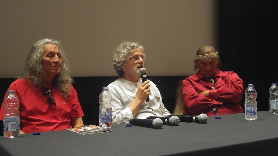 George Wahiakeron, François Girard et Dominique Rankin lors d'une rencontre au sujet du film Hochelaga, Terre des Âmes, à l'occasion du 27e festival Présence autochtone