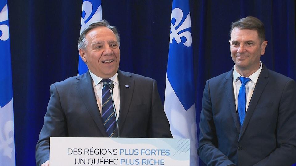 Le premier ministre du Québec, François Legault et le ministre des Transports, François Bonnardel, en visite à New Richmond