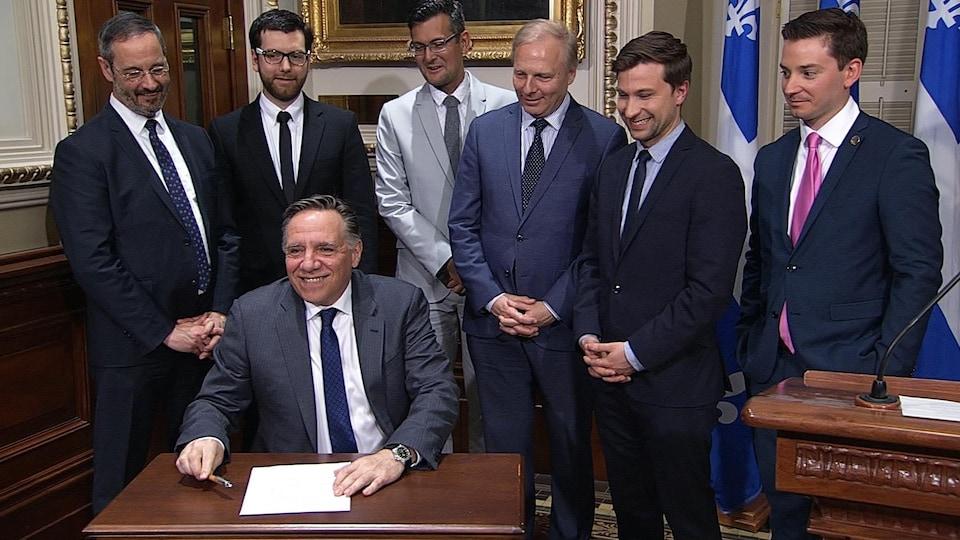 Le 9 mai 2018, les chefs de la Coalition avenir Québec, du Parti québécois et du Parti vert, le co-porte-parole de Québec solidaire et le président du Mouvement démocratie nouvelle ont tous signés une entente pour mettre en place un nouveau mode de scrutin proportionnel au Québec.