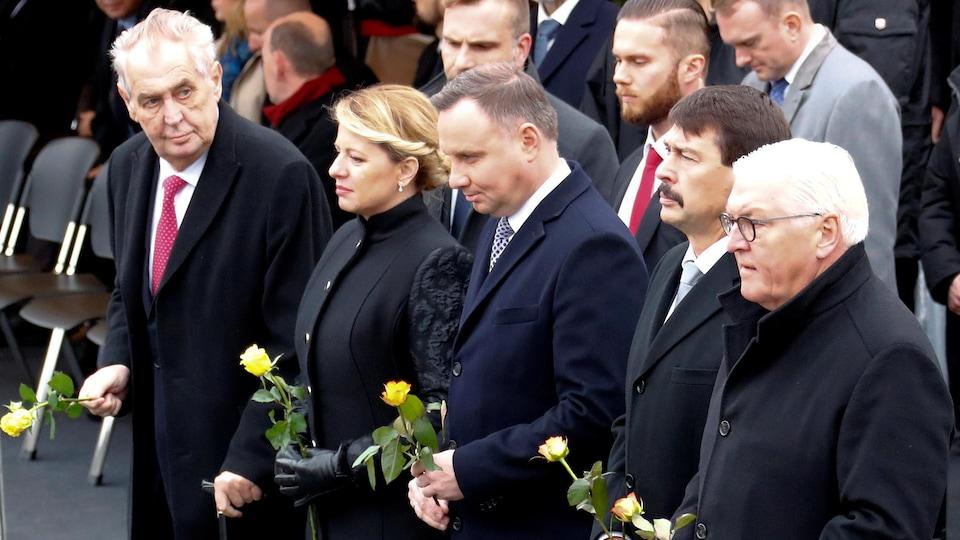Les présidents allemand, hongrois et polonais, Frank-Walter Steinmeier, Janos Ader et Andrzej Duda, la présidente slovaque, Zuzana Caputova, et le président tchèque, Milos Zeman