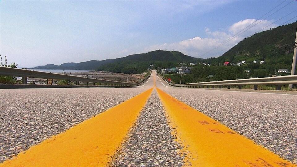La route 138, à l'horizon : la municipalité de Franquelin
