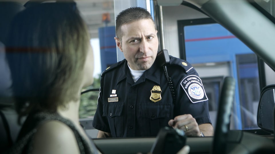 A U.S. customs officer talks to an unidentified Canadian driver.