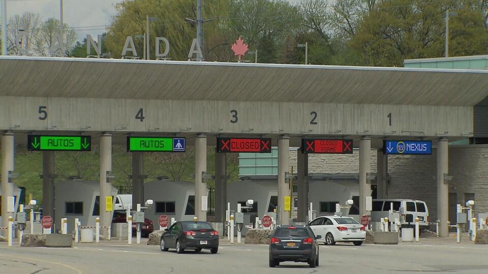 Un passage de la frontière entre le Canada et les États-Unis.