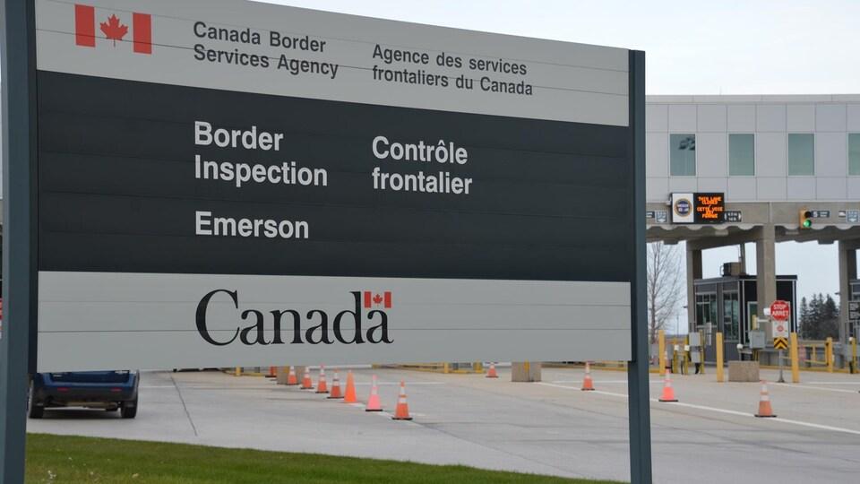 Panneau d'accueil au poste frontalier d'Emerson, au Manitoba