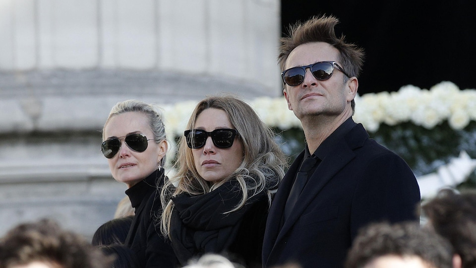 Laeticia Hallyday, Laura Smet et David Hallyday assistent aux funérailles du rockeur Johnny Hallyday en décembre dernier.