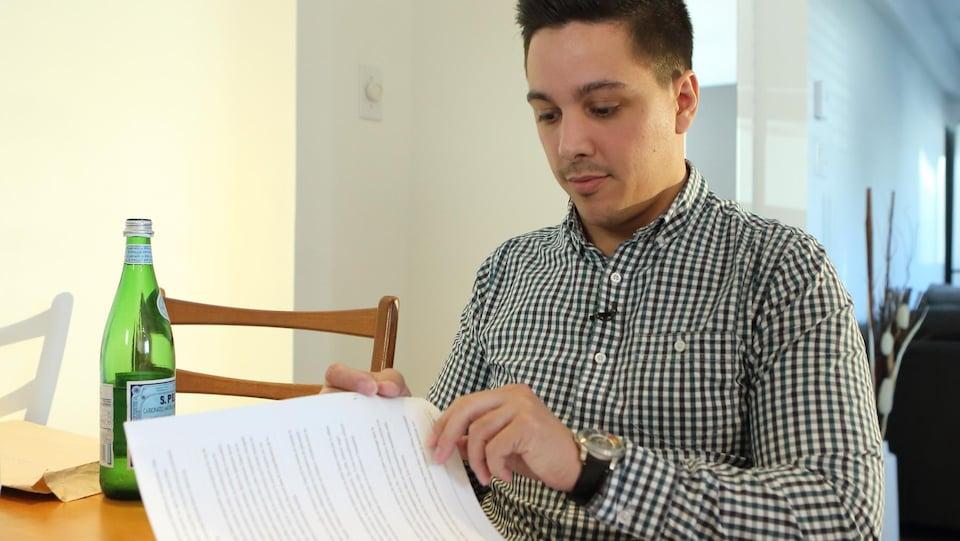 Gabriel Darquenne a obtenu ses rapports de la Direction de la protection de la jeunesse lorsqu'il a atteint l'âge de la majorité. Il estime que les informations transmises sont incomplètes.