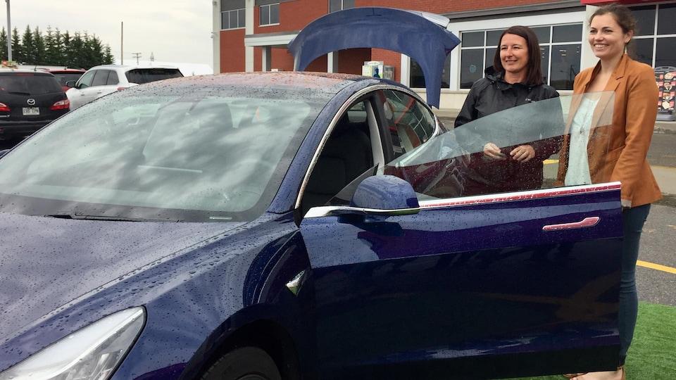 Cathy Yergeau, de La Corne, a remporté une Tesla Modèle 3 pour un an.