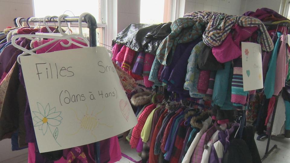 Les dons de vêtements d'hiver sont nombreux à la Fondation Bob Fife.