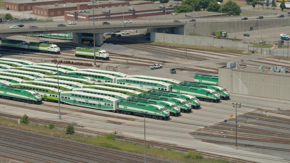 Des trains de banlieue.