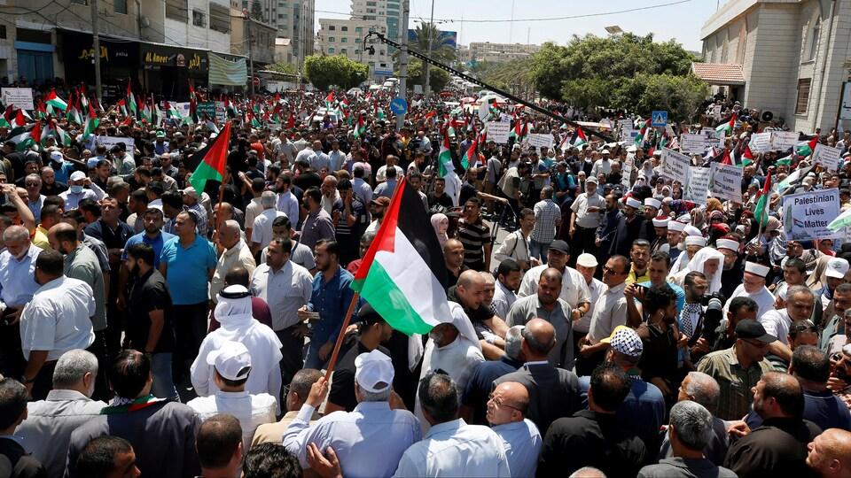 Des manifestants participent à un rassemblement à Gaza le 1er juillet 2020.