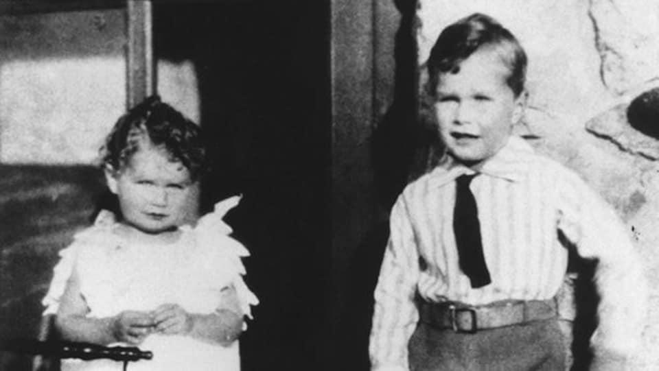 George Herbert Walker Bush avec sa soeur Mercy, en 1929.