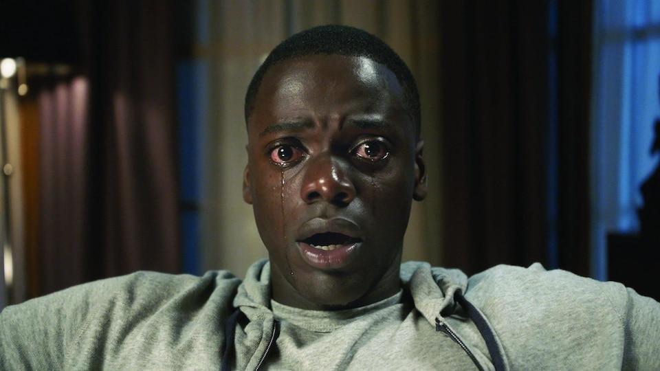 L'acteur Daniel Kaluuya, en train de pleurer dans une scène de « Get Out ».