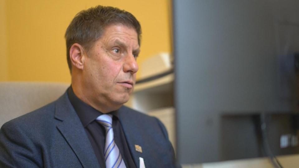 Le député caquiste d'Orford, Gilles Bélanger, est chargé du volet Internet haute vitesse au ministère de l'Économie et de l'Innovation.