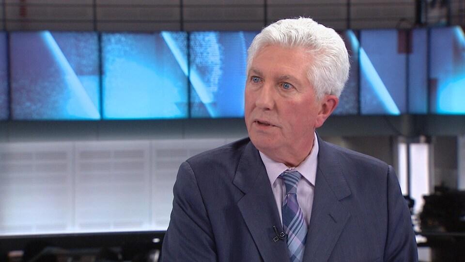 Gilles Duceppe sur le plateau de télévision du Téléjournal