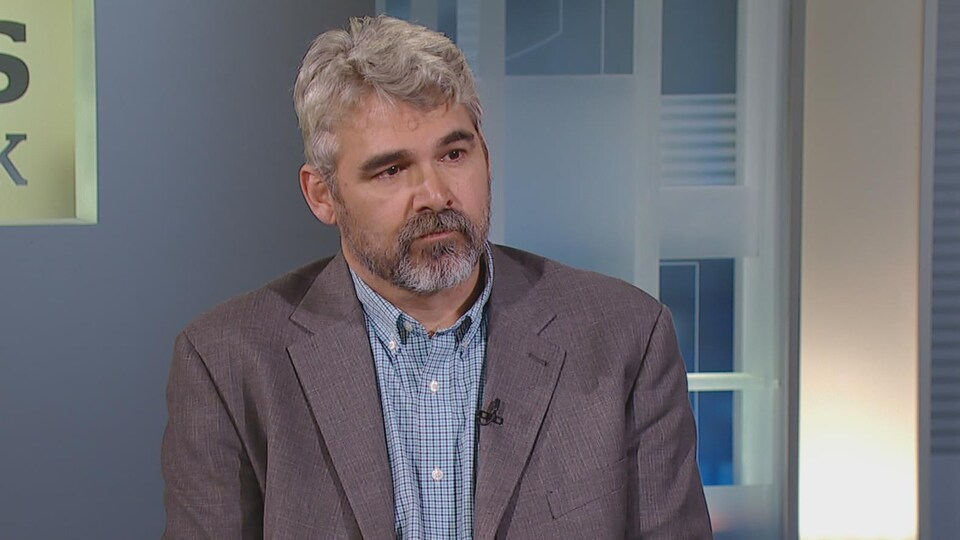 Glen Canning en entrevue à la télévision.