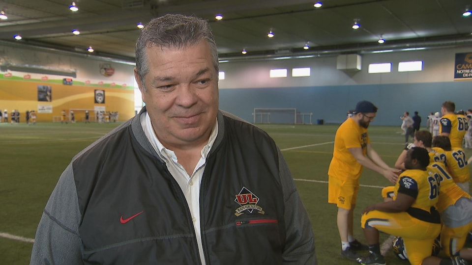 Glen Constantin, entraîneur-chef du Rouge et Or.
