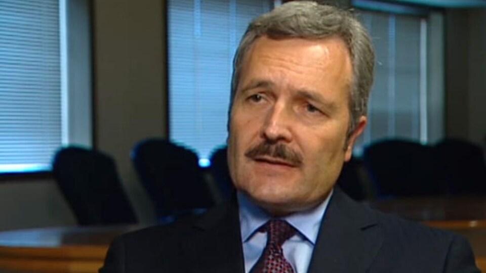Le juge en chef de la Cour du Banc de la Reine du Manitoba, Glenn Joyal.