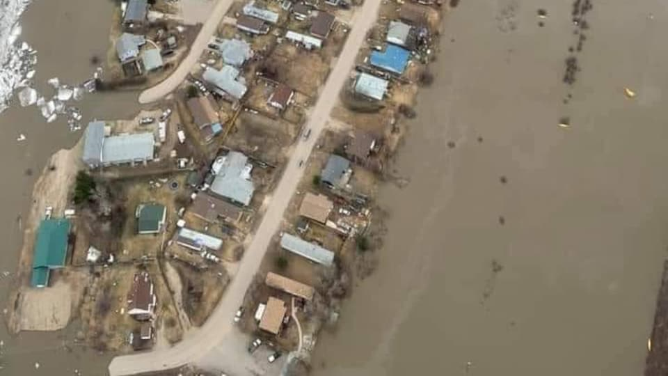 Photo aérienne de l'inondation de Fort Simpson publiée sur les réseaux sociaux par le Fort Simpson Bulletin, le 9 mai 2021.