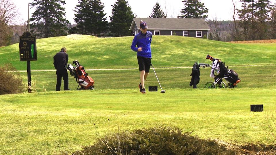 Des golfeurs au terrain Countryview.