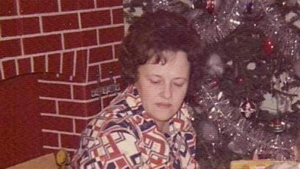 Denise Levesque en famille à Noël.