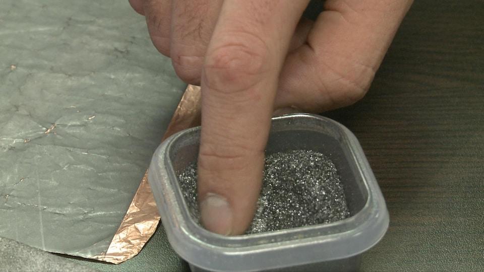 Le graphite est notamment utilisé dans la fabrication de briques résistantes à de très fortes températures et dans la fabrication de piles pour voitures électriques.