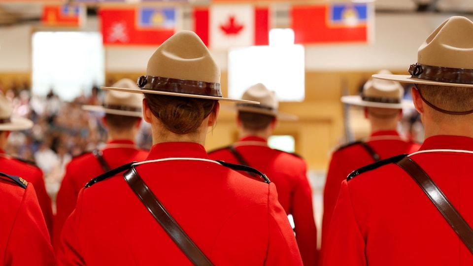 Des cadets de la Gendarmerie royale du Canada au centre formation de Regina.