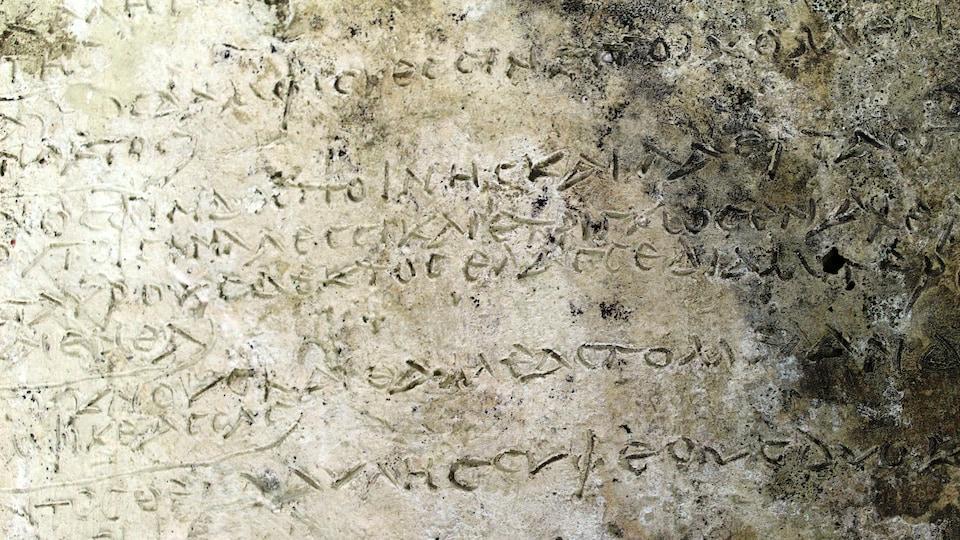 La plaque a été découverte sur le site antique d'Olympie.