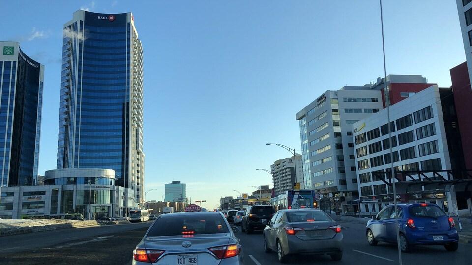 Les chauffeurs ralentissent la circulation sur le boulevard Laurier en direction du centre-ville de Québec.