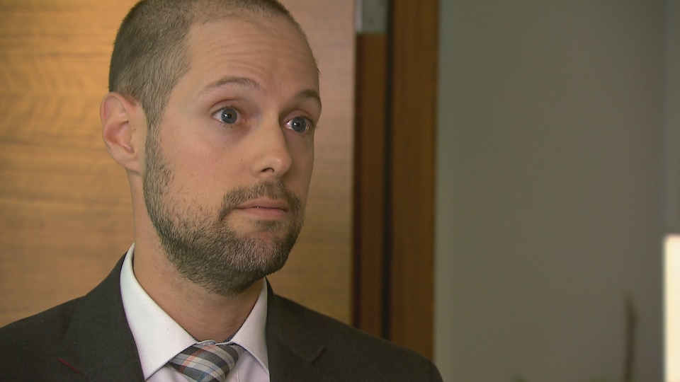 Guillaume Saindon, avocat associé en droit du travail à la firme Morency de Québec lors d'une entrevue au sujet de la légalisation du cannabis