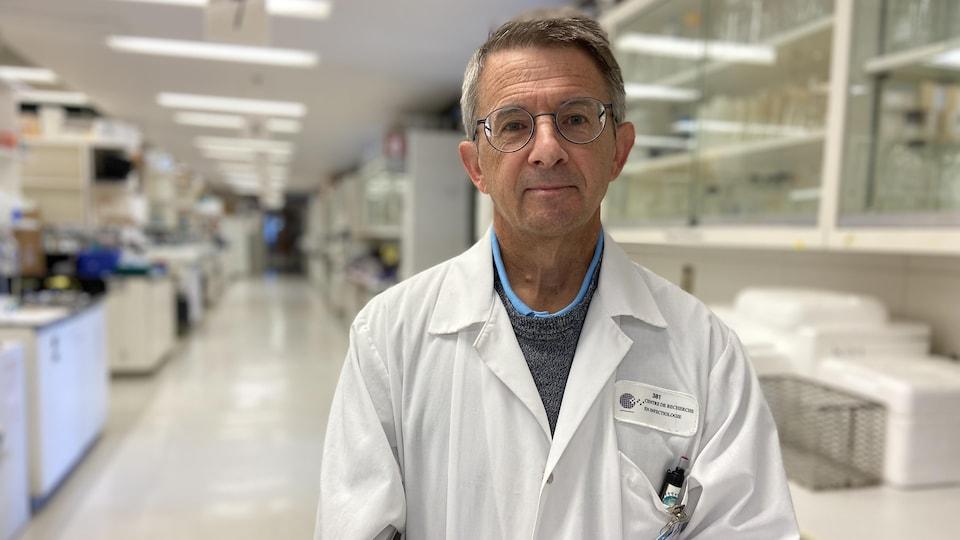 Le Dr Guy Boivin est microbiologiste, infectiologue au CHU de Québec et professeur de pédiatrie à la Faculté de médecine à l'Université Laval.