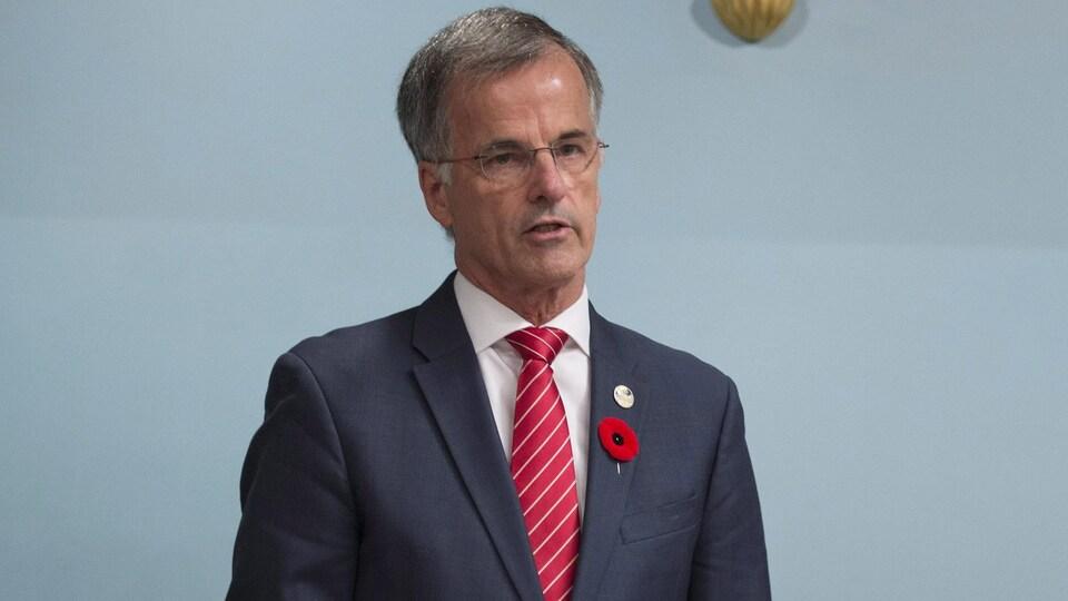 Guy Ouellette, député indépendant de Chomedey, parle au Salon bleu de l'Assemblée nationale.