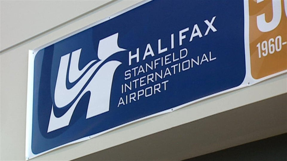Une affiche identifiant l'aéroport international Stanfield d'Halifax.