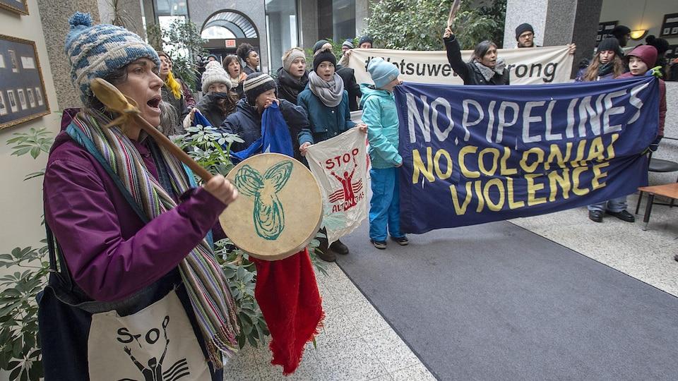 Manifestants en appui à la Première Nation de Wet'suwet'en.