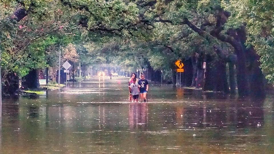 Après presque trois jours de pluie dans une ville pratiquement déserte, certains sinistrés commencent toutefois à trouver le temps long.