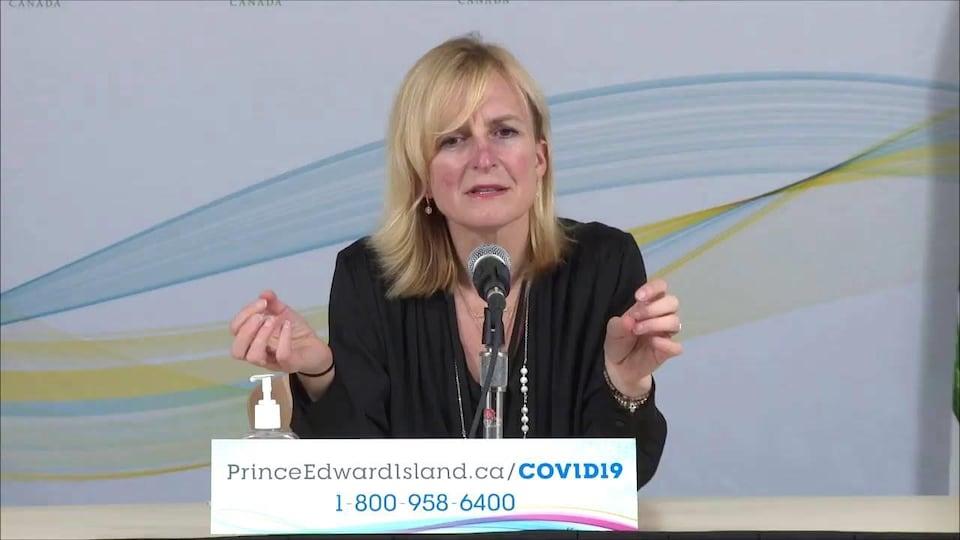 Heather Morrison en conférence de presse.